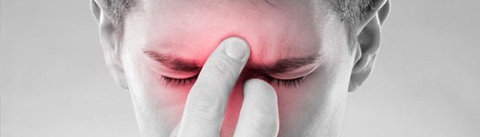 Основной симптом при синуситах - боль в околоносовых пазухах